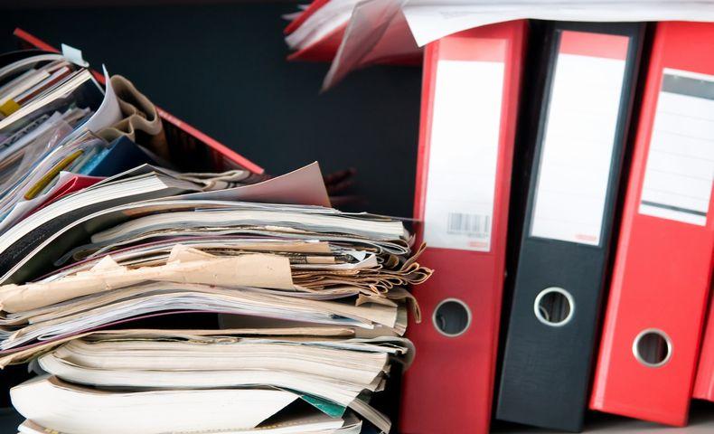 散乱した書類